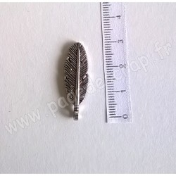 SCRAPBERRY'S CHARMS FEATHER 8 x 30 mm